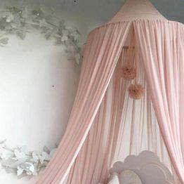 rosa pompom til børneværelset